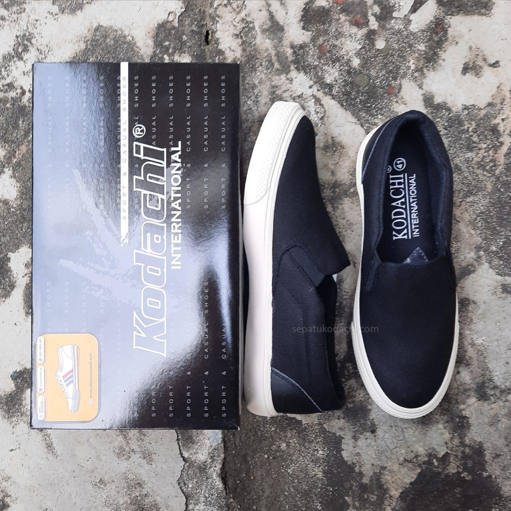 sepatu-capung--kodachi-slip-on-riviera-hitam-putih-ykraya-sepatu-capung--2
