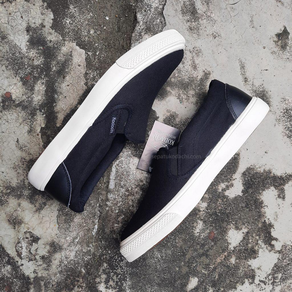 sepatu-capung--kodachi-slip-on-riviera-hitam-putih-ykraya-sepatu-capung--4